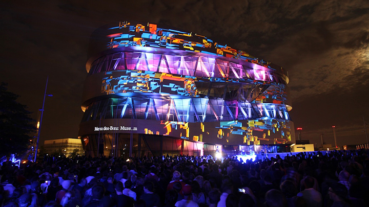 Intel 3D Tour - Projection Mapping - Mercedes Benz Museum Stuttgart